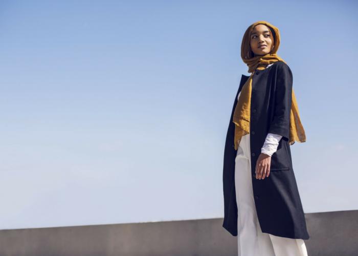 Anlya Mustapha: concilier style, entreprenariat et convictions par la Modest Fashion